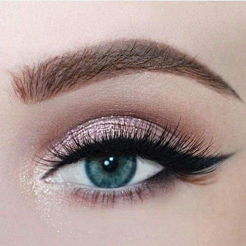 Makeup for blue eyes! Check the best eyeshadow shades and palettes for blue eyes!