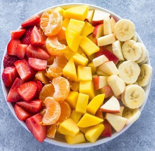 What to snack while you are on a diet. Snacking for weight loss.