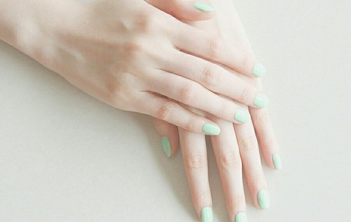 At Home Manicure Tips to Dry Nail Polish Faster!