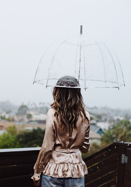 Your hair get messy in the rain? Here are tips for hair styling on rainy days.