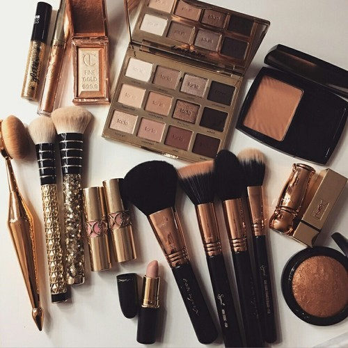 What is the best order to apply makeup? Try this makeup routine!