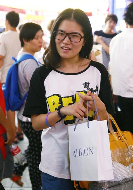 夜の新宿は中国人の「代理爆買い」で沸騰中 | レジャー・観光・ホテル | 東洋経済オンライン | 経済ニュースの新基準 (10)