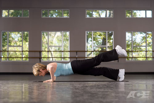 ACE Fit | Ab Exercises | Push-up with Single-leg Raise (1739)
