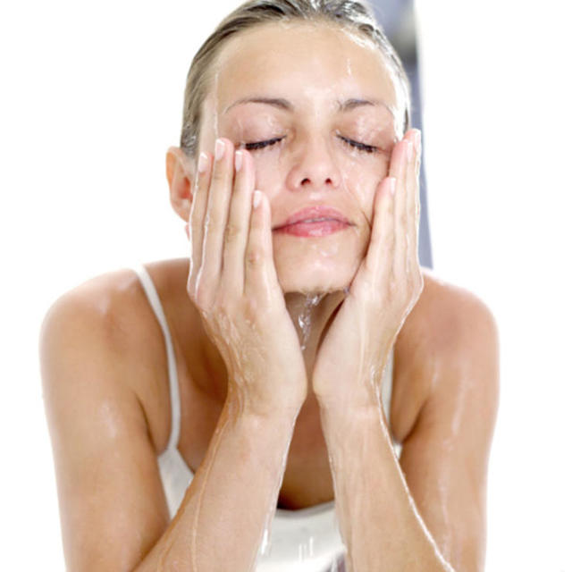 How to Wash Your Face: 10 Face-Washing Mistakes (3649)