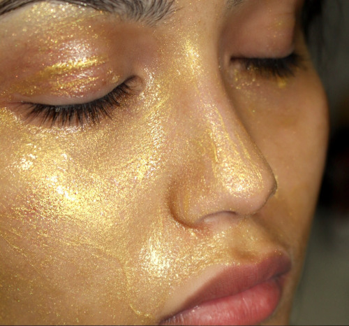 WHEN ONLY THE BEST WILL DO · Peter Thomas Roth 24K Gold Mask Review (5352)