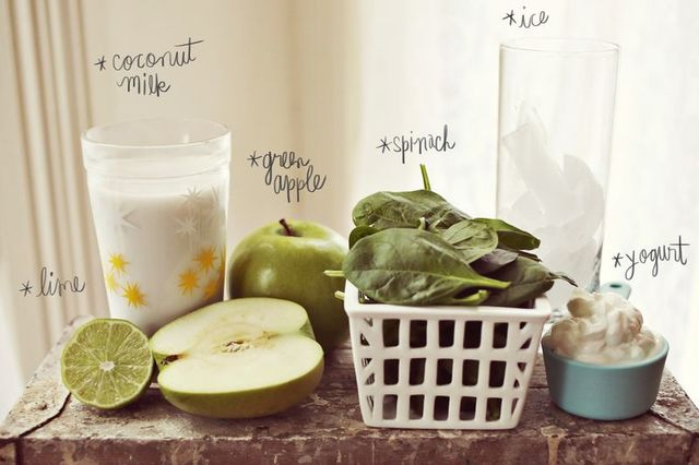 Green Apple + Spinach Smoothie - A Beautiful Mess (7697)
