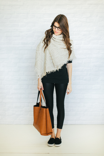http://www.un-fancy.com/outfits/fall-outfits/3-ways-to-wear-a-blanket-scarf/ (10625)