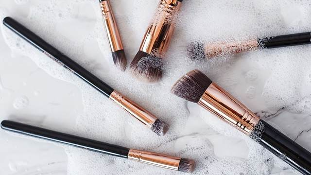 How to Clean Makeup Brushes at Home - The Trend Spotter (12559)