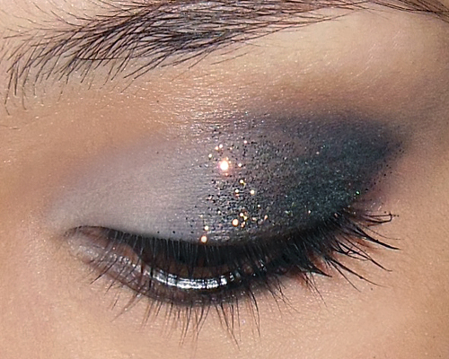 Subtle, Glitzy New Year Glitter Eye! – Here's a... (12788)